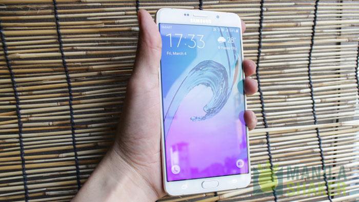 Samsung Galaxy A9 curved display
