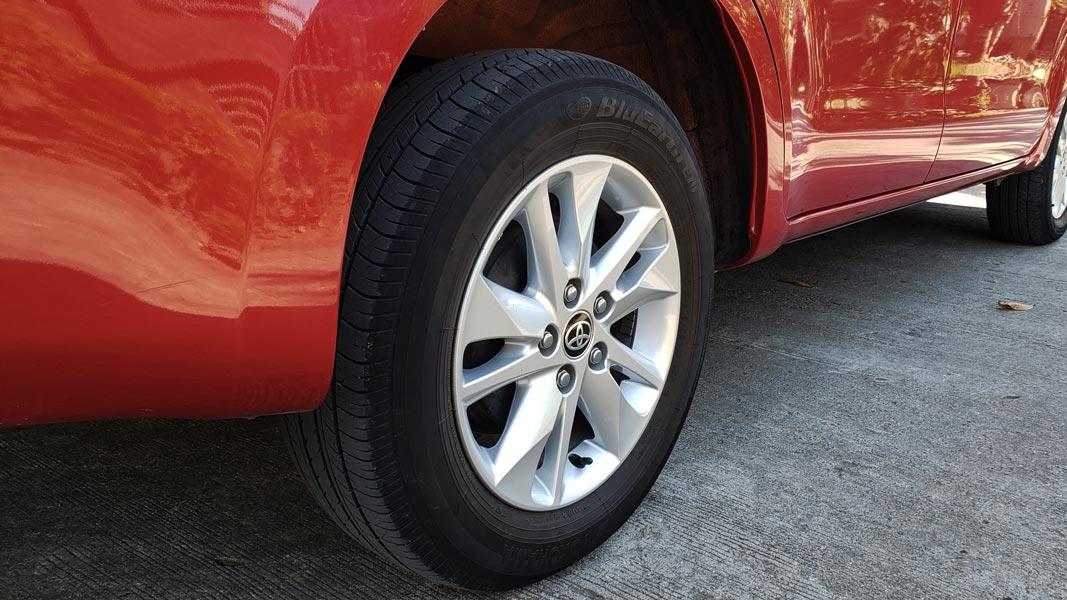 spare-tire-remove-find-toyota-innova-fortuner-hiace-grandia-van-guide