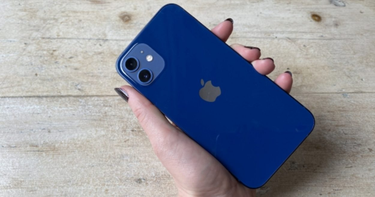 iphone-12s-new-design-apparently-causing-injuries-to-users
